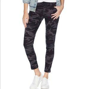 NEW Levi's 711 Black Camo Skinny Ankle Jeans